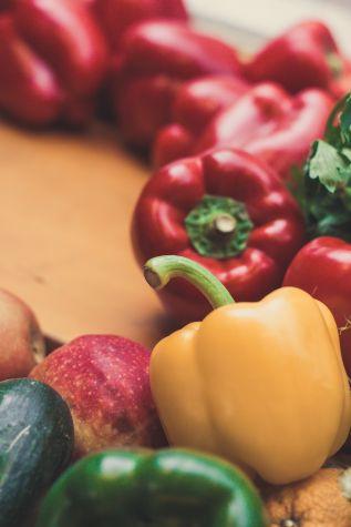 Besonders viel Vitamin C befindet sich in Gemüse wie auf dem Bild die Paprika oder Zitrusfrüchten und Äpfeln.